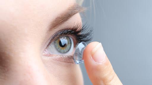 Kontakt Lens ve Suyu Nasıl Kullanılır? Göze Yapışırsa Nasıl Çıkartılır?